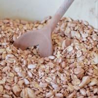 Cacao de granola con fresas y frambuesas paso 1