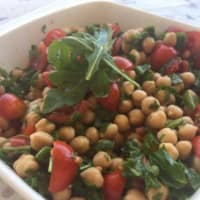 Cold salad of chickpeas, cherry tomatoes and rocket salad