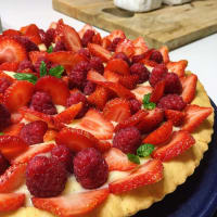 Strawberry and raspberry tart