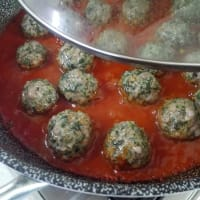 Albóndigas con acelgas en salsa de tomate paso 8