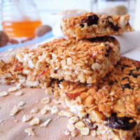 Oat fingers and dried fruits