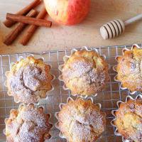 las manzanas del mollete con queso cottage y pasas de uva