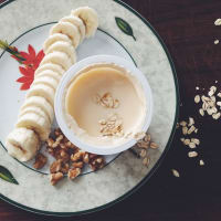 Yogurt, nuts and bananas