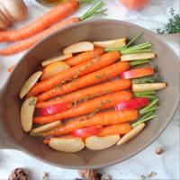 Las zanahorias y las manzanas asadas con miel y nueces paso 2