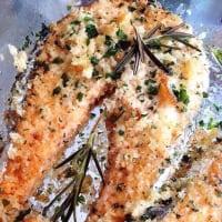 Salmon fillet in crispy crust