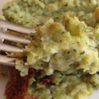 patatas pastel, brócoli y queso.
