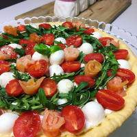 Savory cake with cherry tomatoes, mozzarella, rocket and salmon