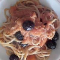 Espaguetis con carne de calabaza rayada y aceitunas paso 7