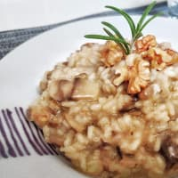 Risotto with mushrooms, nuts and rosemary