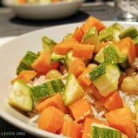 Arroz basmati con verduras al vapor, garbanzos, atún y cebolla crujiente paso 5