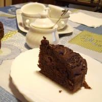 Sweet chocolate cake and raspberries step 4