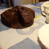 Sweet chocolate cake and raspberries step 2