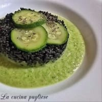 Rice sauce on smoked zucchini cream