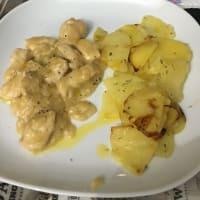 las piezas de pollo con caldo y pan rallado