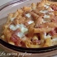 pasta al horno con tomate, bacon y queso mozzarella