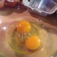 huevos revueltos y tocino en pan de oro mozzarella paso 3