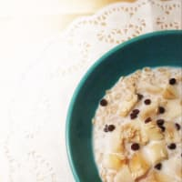 Porridge overnight with milk, apples and chocolate drops step 5