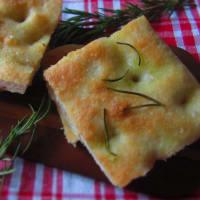 Focaccia al rosmarino (con pochissimo lievito)