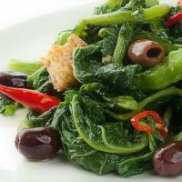 Brócoli con aceitunas deshuesadas leccino