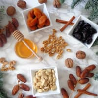 Bolas de frutos secos, miel y canela paso 1