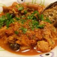 sopa de pescado con tomate