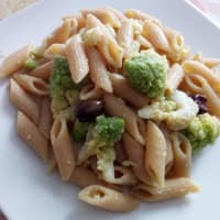Half-length penne pasta with anchovies and Romanesco broccoli