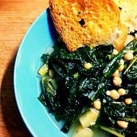 Stufato di cavolo nero e patate con crostoni di pane all'aglio step 1