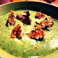 Zuppa cremosa ai broccoli e curry