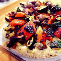 Cauliflower pizza with vegetables