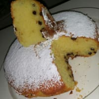 torta húmeda con mascarpone y virutas de chocolate