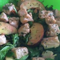 Insalata di pesche e salmone