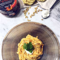 Troccoli with pesto of dried tomatoes, Philadelphia and tuna