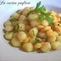 Gnocchi con camarones y azafrán