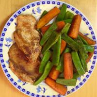 Pollo con zanahorias y arvejas de soja