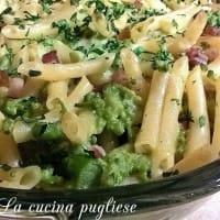 pasta al horno con brócoli, tocino y salsa blanca