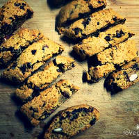 Vegan cantucci with almonds and chocolate