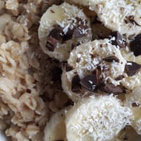 Oat porridge with banana, coconut and chocolate