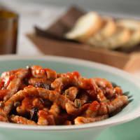 Tummyia busiate con tomate cherry, alcaparras y aceitunas