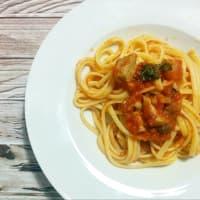 Espagueti con atún fresco