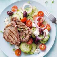 Bistecca grigliata con insalata greca
