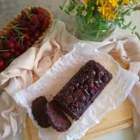 Water plumcake with cocoa and cherries
