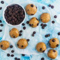 Energy balls with a sweet dough flavor