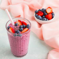 Quinoa smoothie and berries