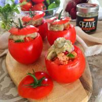 Tomates rellenos de hinojo y crema de achicoria