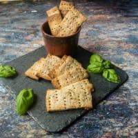 Crackers integrali al basilico