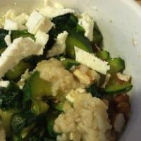 Gachas saladas con verduras y queso feta
