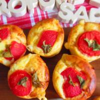 Muffins salados con jamón cocido, queso y tomates cherry
