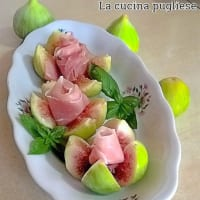 Higos rosas con jamón