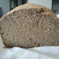 Rollo de pan integral con la máquina de pan