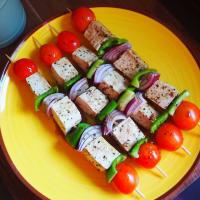 Spiedini mediterranei con tofu marinato
